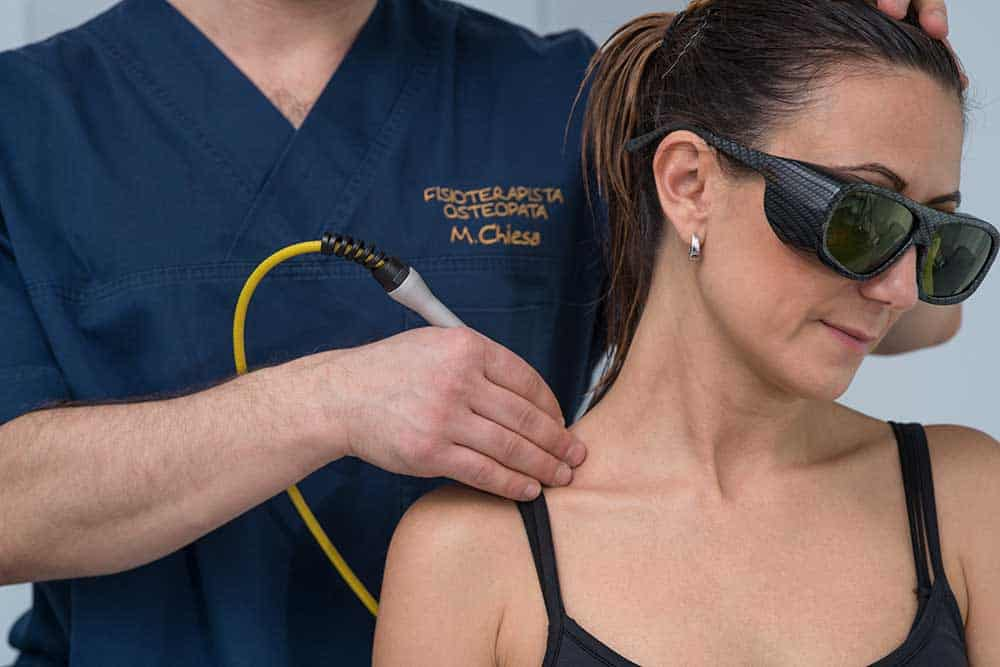 fisioterapista a Brescia effettua Laser ad Alta Potenza
