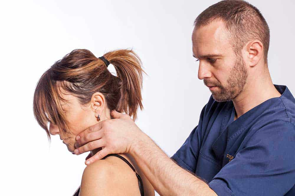 osteopata Brescia effettua valutazione postura