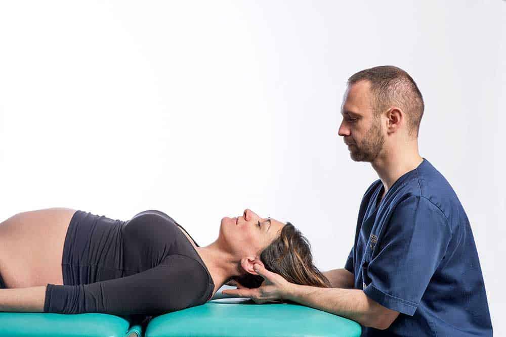 Osteopata Brescia per dolore cervicale durante la gravidanza